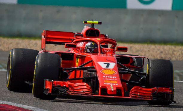 Kimi Räikkönen on ajanut alkukauden kolmessa osakilpailussa kahdesti kolmanneksi.