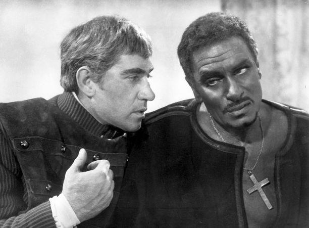 Finlay Othello-leffan roolissaan legendaarisen Laurence Olivierin rinnalla.
