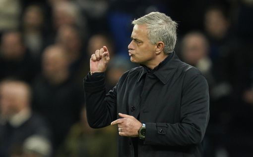 José Mourinho on yliopistonsa tähti – luennoi koulutettaville ja palkitsee kurssin priimuksen