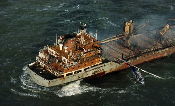 Öljytankkeri törmäsi rahtilaivaan Kiinan itärannikon edustalla. Kuvituskuva.