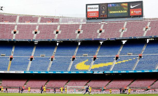Suljetulle Camp Noulle tunkeuduttiin.