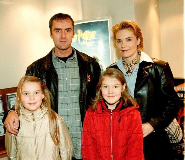 Vuonna 2001 Toivosen perhe kävi Barbie-elokuvan kutsuvierasnäytöksessä.