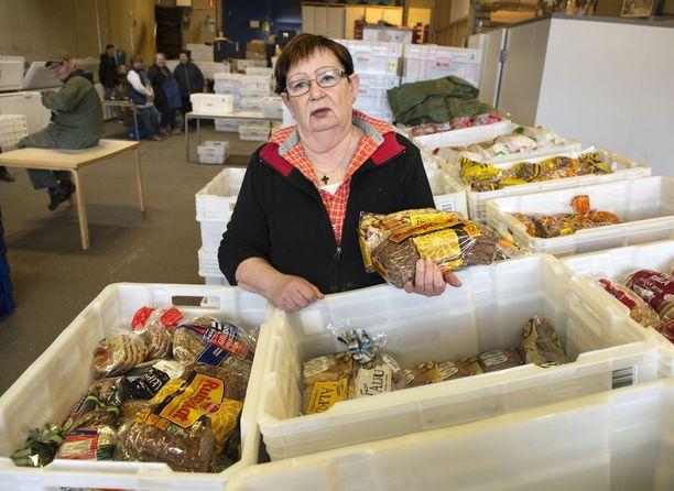 Myllypuron leipäjonosta vastaava toiminnanjohtaja Sinikka Backman ei usko, että leipäjonojen hävittäminen kiireellä toisi hyvää lopputulosta.