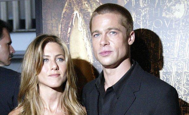 Jennifer Aniston ja Brad Pitt erosivat vuonna 2005.