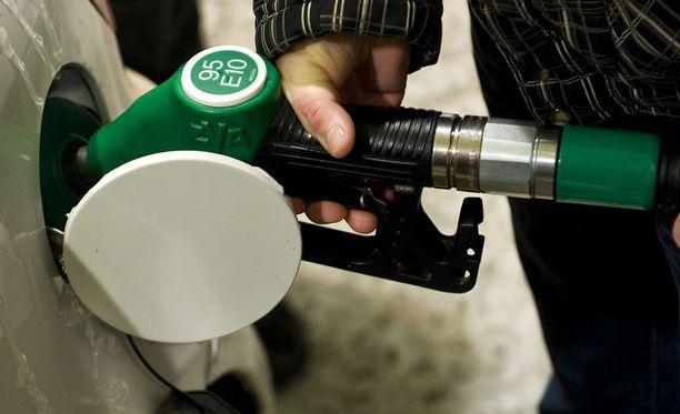 Testin tuloksena havaittiin, että 95 E10-bensiiniä kului keskimäärin kolme prosenttia enemmän kuin 98 E5 -bensiiniä.