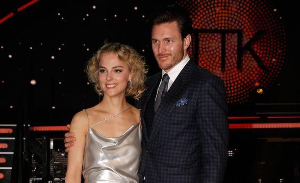 Kiira Korpi tuomaroi viime keväänä Tanssii tähtien kanssa -ohjelmassa. Kihlattu Arthur Borges kannusti kultaansa.