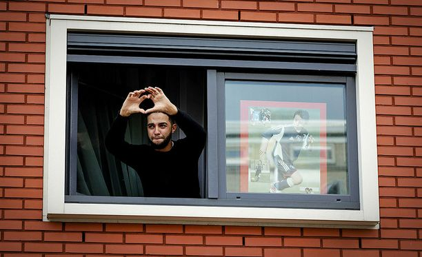 Abdelhak Nourin veli Mohammed kiitti ihmisiä ikkunastaan.