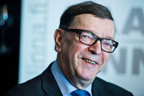 Paavo Väyrynen yrittää saada Suomen irti eurosta.