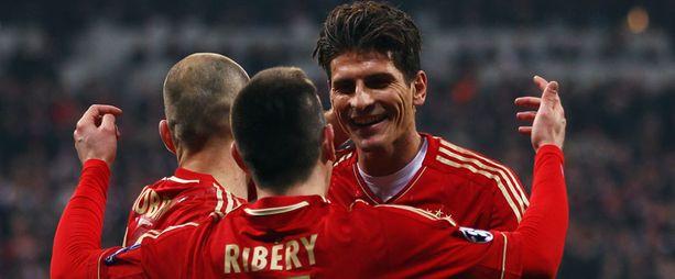 Mario Gomez sai ottaa vastaan runsaasti onnitteluja.