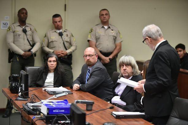 Louise Turpin (vas.) ja David Turpin (3. vas.) kuulivat syytteensä viime viikolla.