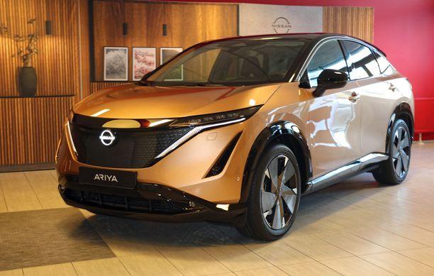 Keulaan on soviteltu Nissanin designin mukainen ilme.
