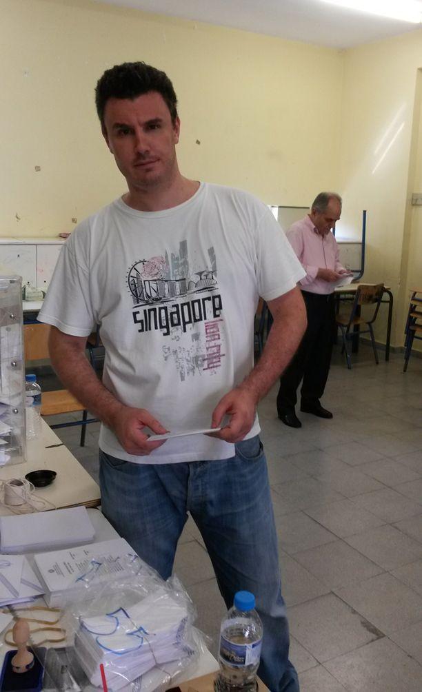 Exachiassa työskennellyt vaalivirkailija Kostas Tsoronis olisi toivonut vieläkin suurempaa osanottajajoukkoa.