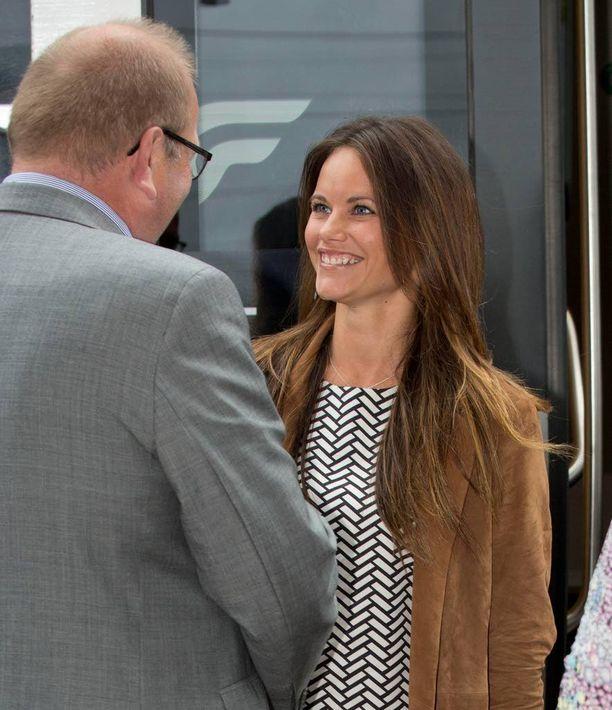 Prinsessa Sofia edusti hymy huulillaan.