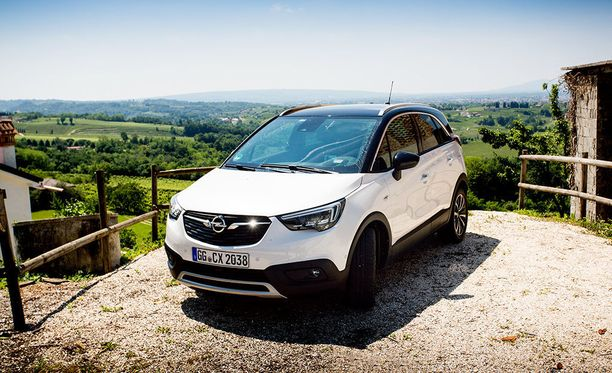 Opel Crossland X on hieman Mokka X -mallia pienempi, mutta tarjoaa hyvin muunneltavat sisätilat.