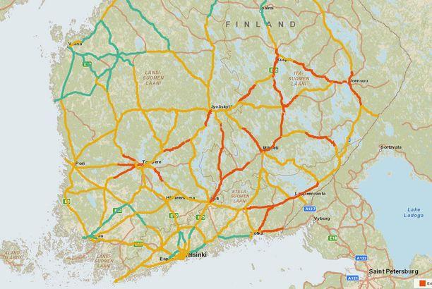 Tilanne aamukahdeksalta. Punaisella merkityillä alueilla on erittäin huono ajokeli, keltaisella huono ja vihreallä normaali.