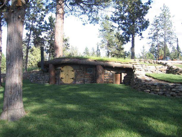 Yhdysvaltoihin nousi kymmenisen vuotta sitten kokonainen kylä, jonka teemana on hobittiarkkitehtuuri. Kuvassa yksi kylän taloista.
