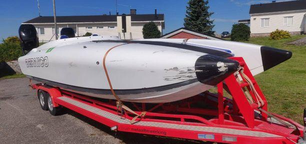 Tämä vene törmäsi toiseen aiheuttaen lapsen kuoleman.