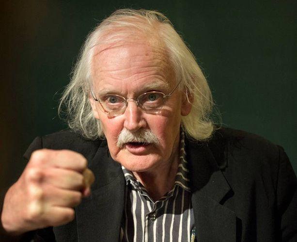 """Charlie Hebdon pilapiirtäjä Bernard """"Willem"""" Holtrop pitää itsesensuuria tällä hetkellä sananvapauden suurimpana uhkana."""