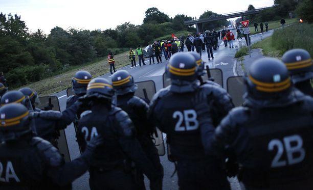 Ranskan poliisi valmistautuu EM-kisoihin suurella voimalla.