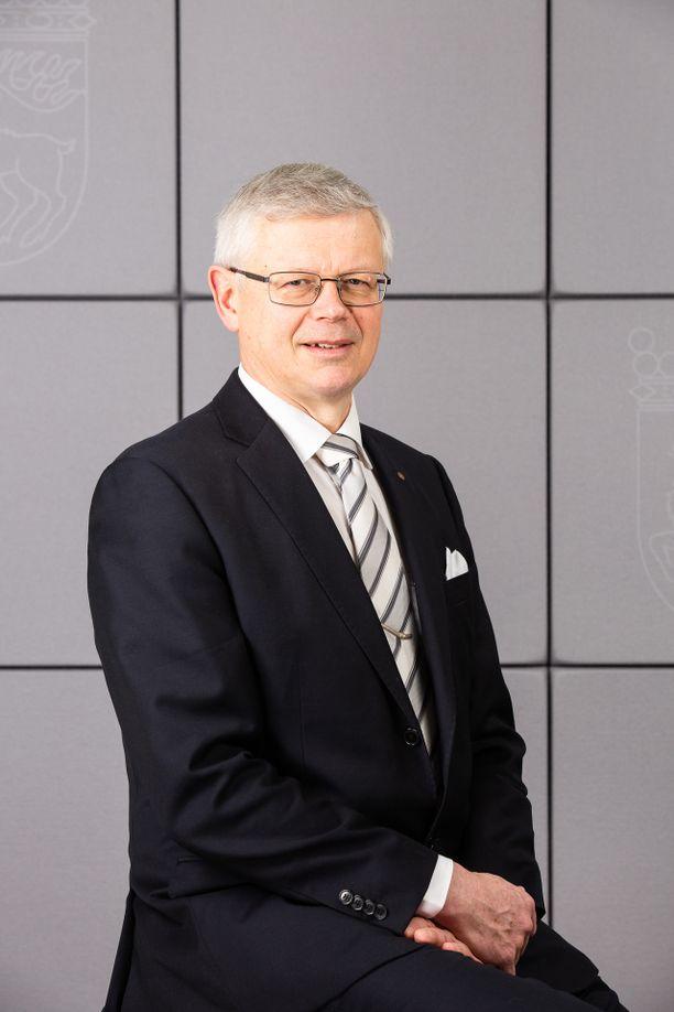 Harry Jansson kyseenalaistaa oikeuskanslerin ja oikeusasiamiehen toimivallan Ahvenanmaalla.