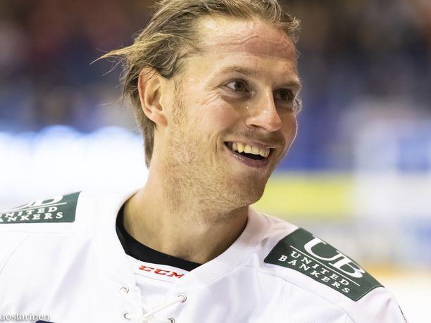Erik Thorell rohmusi heti avauserässä kolme tehopistettä.