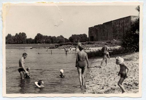 Sukellusveneiden vesillelaskuun tarkoitettu poukama täytettiin hiekalla. Jo 50-luvulla se oli suosittu uimapaikka.