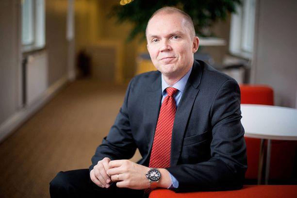 Valtioneuvoston kanslian viestintäjohtaja Markku Mantila informoi pääministeri Juha Sipilää häntä koskevista tietopyynnöistä.