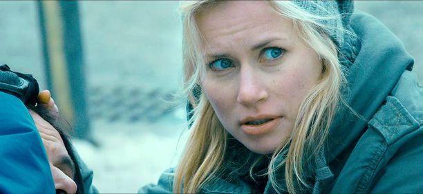 Minka Kuustonen näyttelee Tellus-sarjassa lääkäriksi opiskelevaa Eeviä.