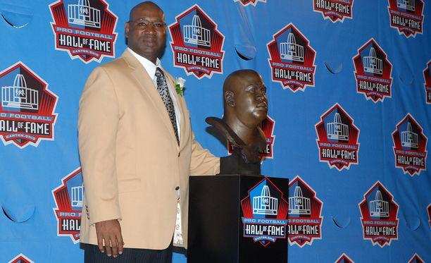 Cortez Kennedy valittiin NFL:n kunniagalleriaan vuonna 2012.