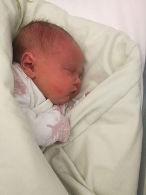 Edith, perheen pieni ihme, syntyi marraskuussa, viikkoa ennen laskettua aikaa.