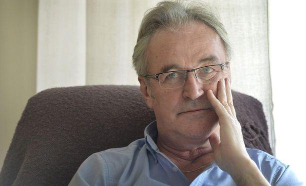 Ralf Edström on uransa jälkeen kunnostautunut tv-kommentaattorina, mutta Twitter jäi kohun myötä rauhaan.