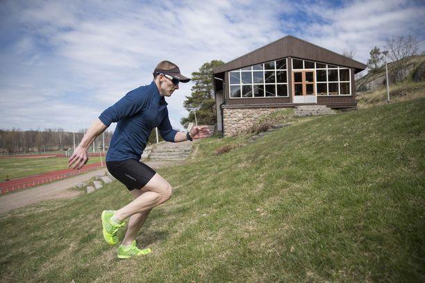 Puhakka treenaa 25 tuntia viikossa.