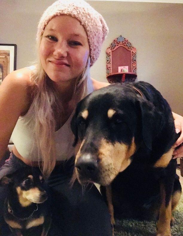 Tia Palmiarellon koirat Lola ja Jade saapuivat viimein kolmannella yrityksellä Italiaan.