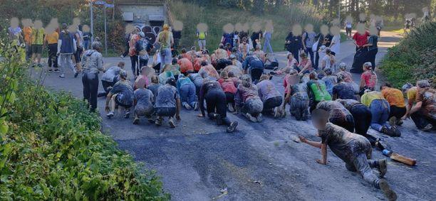 Opiskelijoita on muun muassa sotkettu ruualla nasujuhlissa.