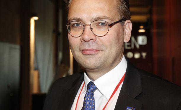 Puolustusministeri Jussi Niinistön (ps) mukaan maavoimat on Suomen akilleen kantapää.