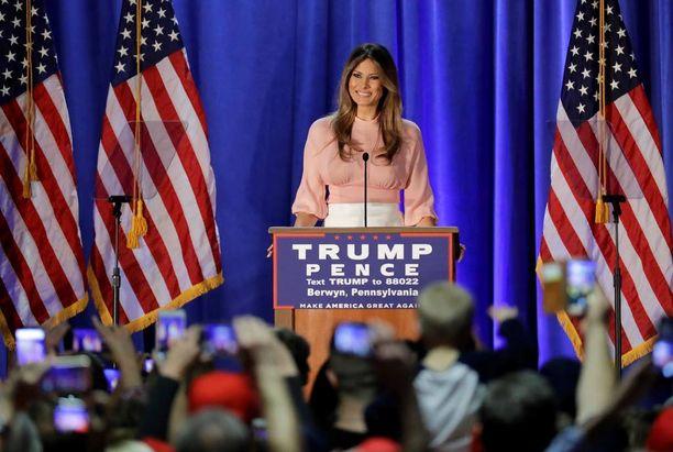 Melania Trump puhui Trumpin kannattajille Berwynissa Pennnsylvaniassa