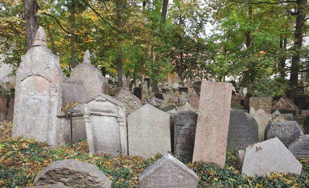 Lokakuussa juutalaisella hautausmaalla on rauhallista.