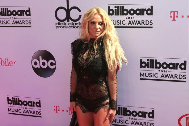 Britney Spears tuo näkyvyyttä suomalaiselle valokuvataiteelle.