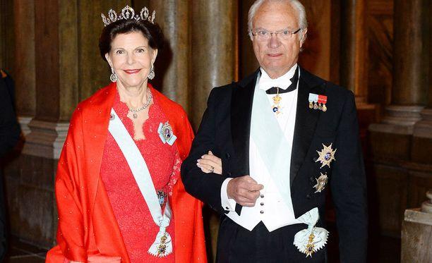 Kuningatar Silvia ja kuningas Kaarle Kustaa ovat tietämättään päätyneet uuden mainoksen hahmoiksi.