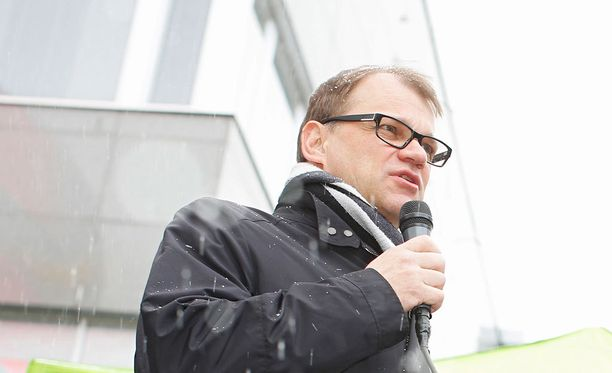 Rantalakeus-lehden mukaan pääministeri Juha Sipilä kertoi valtuuston kokouksessa pohtineensa, käyttääkö hän pakolaisasiasta kokouksessa lainkaan puheenvuoroa.