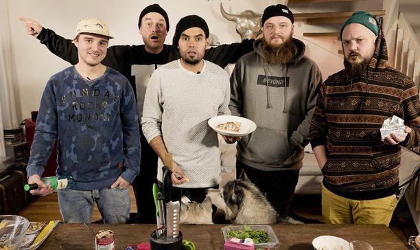 Voli, Heikki Kuula, Axl Smith, Kasmir ja Pyhimys kokkasivat krapulapitsaa.