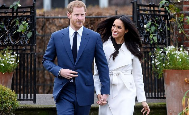 Meghan Markle, 36, ja prinssi Harry, 33, alkoivat seurustella heinäkuussa 2016. Kaksikko kihlautui jo aiemmin marraskuussa, mutta julkisuudessa rakastunut pariskunta kertoi ottamastaan askeleesta 27.11.