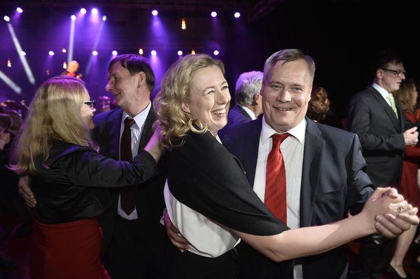 Jutta Urpilainen siirrettiin takaoikealle, kun ay-liikkeen isot pojat halusivat oman miehensä SDP:n johtoon.