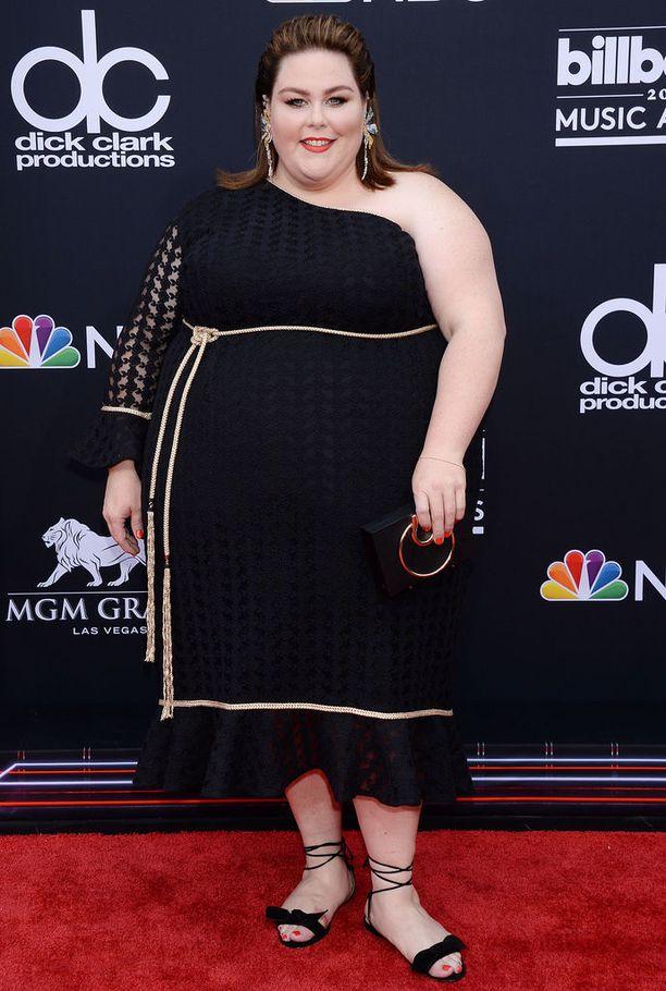 Metz puki tämän vuoden Billboard Music Awards -gaalaan yksiolkaimisen mekon, jonka on suunnitellut John Paul Ataker.