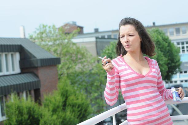 Venäjällä etenkin kaupunkialueilla tupakkaa on tähän asti tyypillisesti poltettu asuntojen parvekkeilla. Kuvituskuva.