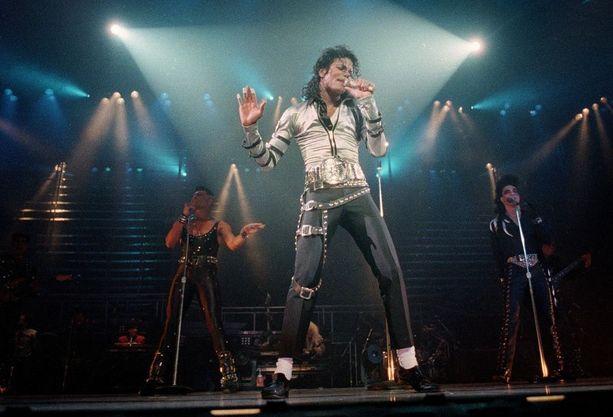 Jackson oli tunnettu myös tanssitaidoistaan ja esiintymisistään, joissa kokonaisuus oli hiottu viimeisen päälle.