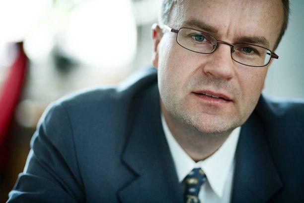 Tutkimusjohtaja Heikki Räisänen korostaa, että jokainen tekee omat ratkaisunsa, mutta eläkettä ei kerry hyvin ilman palkkatuloja.