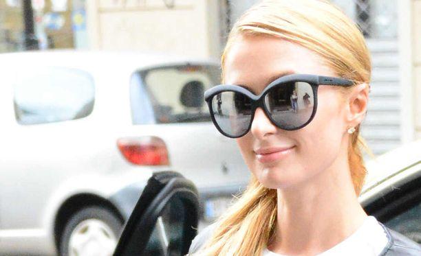 Paris Hiltonia ei haittaa, jos vähän vilahtaa.