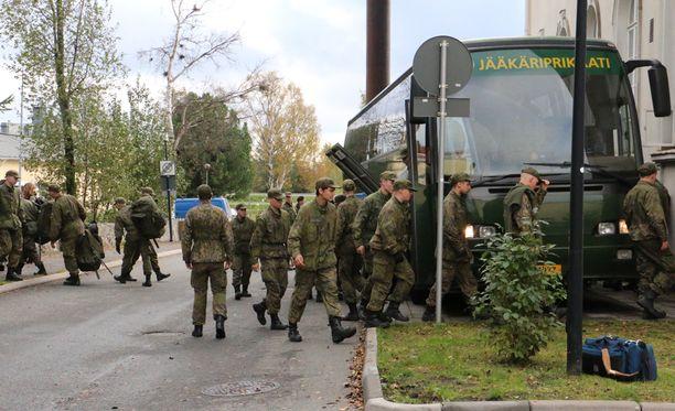 Myös puolustusvoimat on antanut vika-apua pakolaiskriisin hoitamiseksi.
