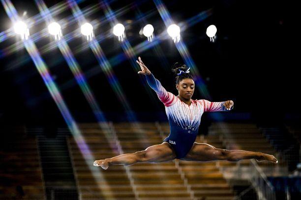 Simone Biles palasi kisa-areenalle Tokiossa ja voitti kaksi mitalia.